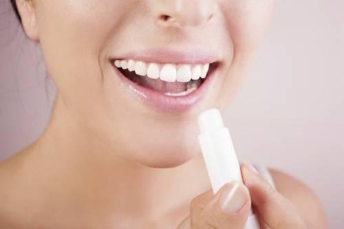 Evitar ou tratar lábios gretados