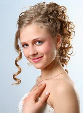 Como cuidar de cabelos com caracóis