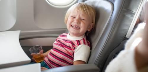 viajar-Criança-avião