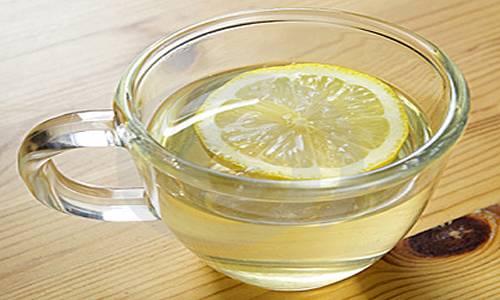 Água morna com limão emagrece