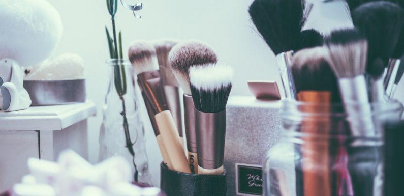 Não abdique de cosméticos e acessórios, e ainda assim …