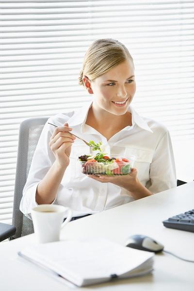 Poupar dinheiro levando as refeições de casa para o trabalho